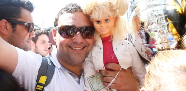 Após suspensão por tietar Xuxa, repórter da Globo volta ao trabalho