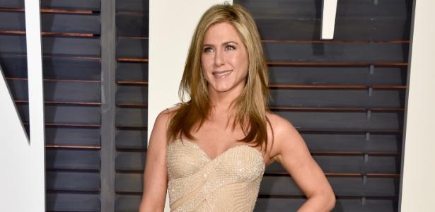 Motorista perde controle e invade quintal de Jennifer Aniston, diz site