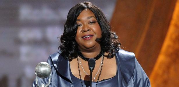 """Criadora de Grey's Anatomy critica artigo sobre """"escalações étnicas"""" na TV"""