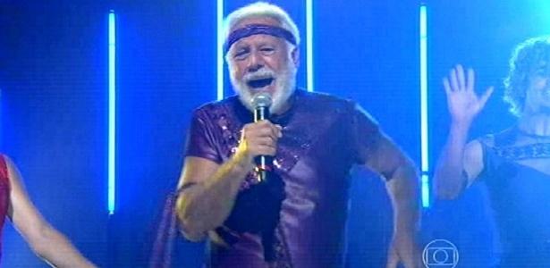 """""""O presente me condena"""", brinca Antônio Fagundes após dançar como Menudo"""