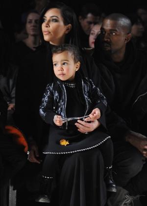 Kim Kardashian revela que filha, de 1 ano e 11 meses, é viciada em sapatos