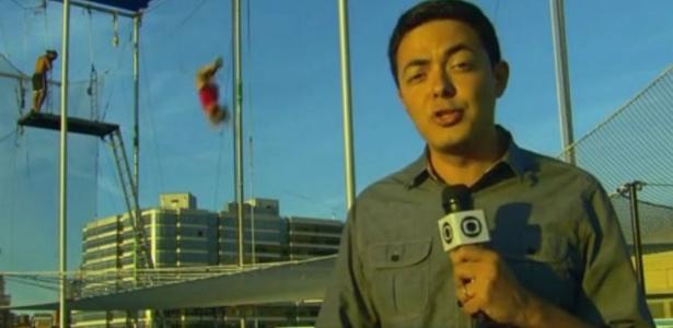 Ao vivo, polícia americana interrompe link e expulsa equipe da Globo