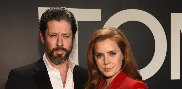 Após 7 anos de noivado, Amy Adams se casa com ator em cerimônia íntima