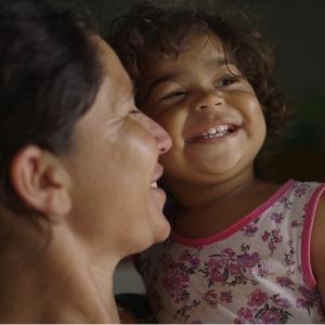 Documentário brasileiro sobre 1ª infância faz trailer em homenagem às mães