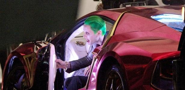 """Fotos mostram Jared Leto no set gravando cenas de """"Esquadrão Suicida"""""""