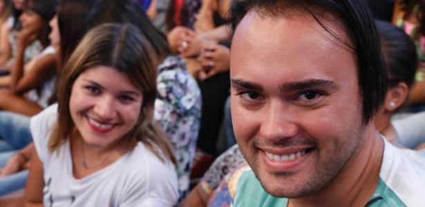 Fã tatua o nome de Rodrigo Faro e gasta R$ 360 por mês para ver o ídolo