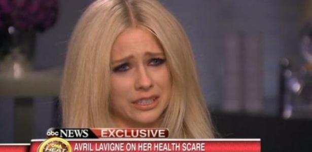 Cantora Avril Lavigne chora ao falar sobre doença e falta de diagnóstico