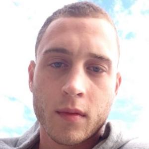 Filho de Tom Hanks é procurado pela polícia após destruir quarto de hotel