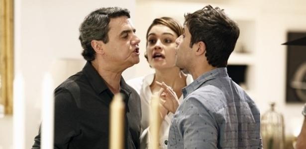 """Em """"Babilônia"""", Evandro e Murilo discutem feio por causa de Alice"""