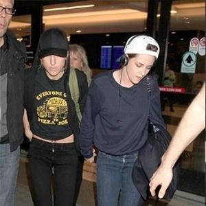 Mãe de Kristen Stewart diz que não falou sobre o namoro da filha