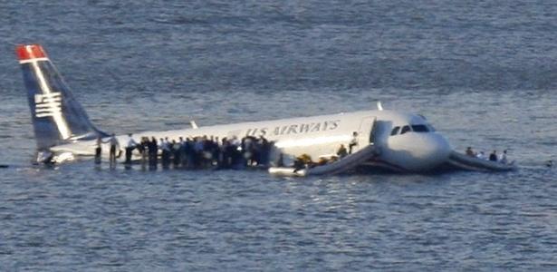 o-airbus-a320-da-us-airways-que-pousou-no-rio-hudson-em-2009-1433277093592_615x300