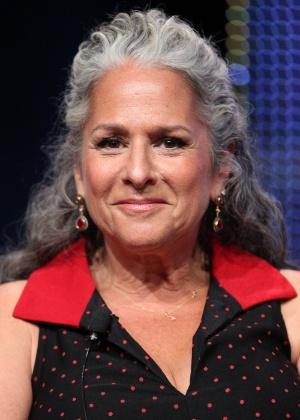"""Co-criadora de """"Friends"""" critica salário inflacionado de estrelas da série"""