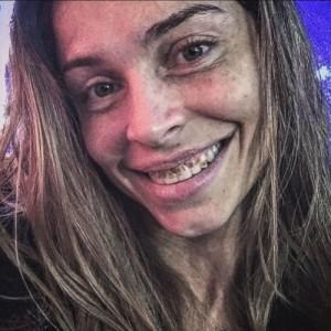 26ago2015---grazi-massafera-aparece-com-dentes-podres-e-cabelos-sujos-em-foto-caracterizada-como-larissa-de-verdades-secretas-1440641516420_500x500