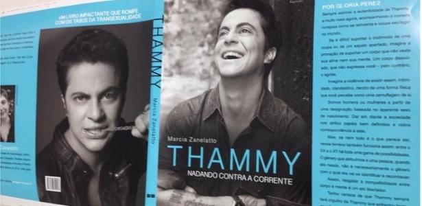 Thammy Miranda mostra capa de biografia com texto de Gloria Perez na orelha