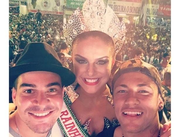 8d8332b9371a8 Neymar coroa Paloma Bernardi como rainha de bateria da Grande Rio