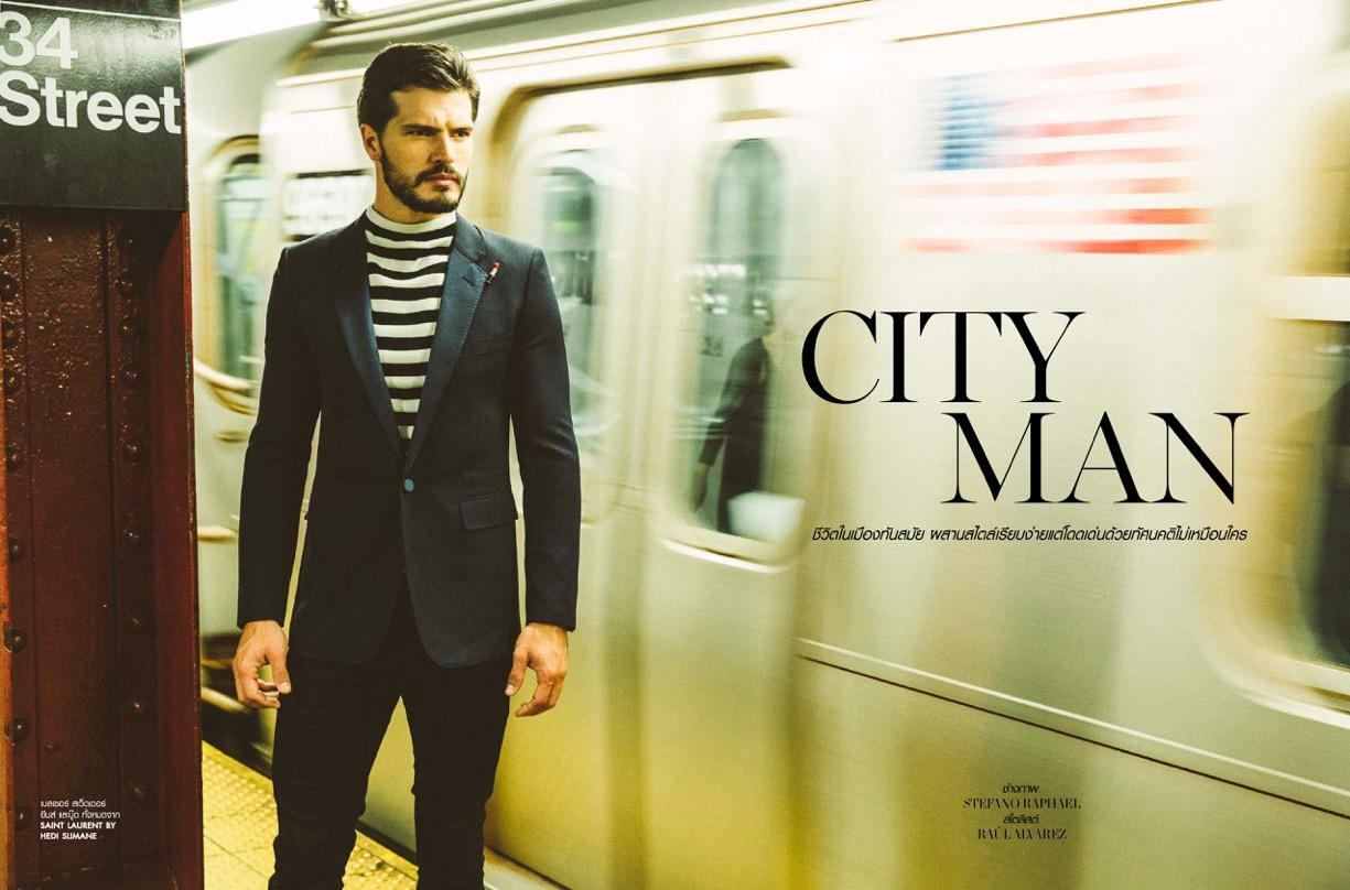 Diego Miguel posa nas ruas de NY