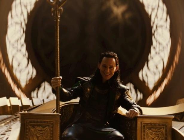 Tom Hiddleston, o Loki, propõe batalha entre o vilão e Doutor Estranho