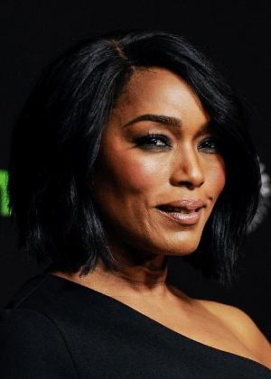 """Angela Bassett é confirmada em """"Pantera Negra"""" e será mãe do protagonista"""