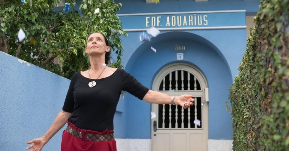 cena-do-filme-brasileiro-aquarius-dirigido-por-kleber-mendonca-filho-com-sonia-braga-no-elenco-1462821324316_956x500