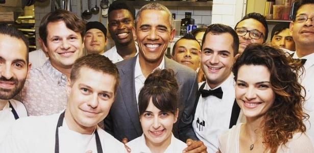 Atriz Mayana Neiva posa com Barack Obama em restaurante de Nova York