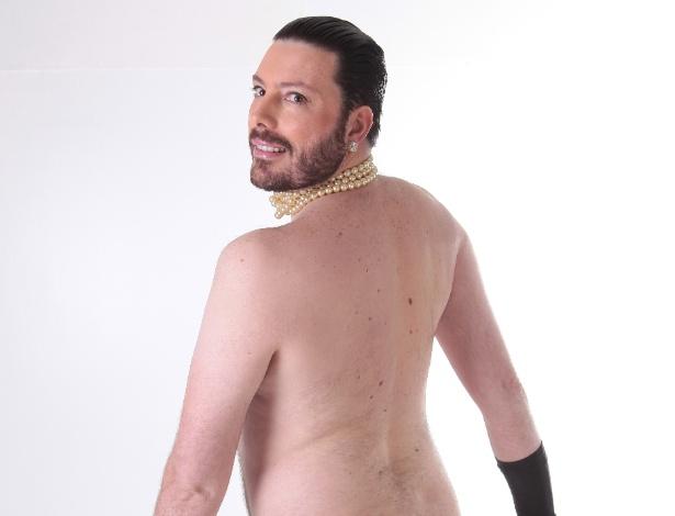 """Danilo Gentili imita famosa pose nua de Kim Kardashian no """"The Noite"""""""