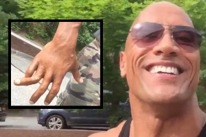 Dwayne Johnson posta vídeo depois de machucar dedo durante filmagem