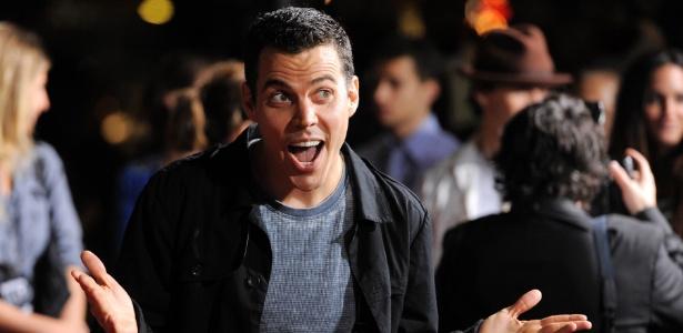 """Ator de """"Jackass"""" é preso ao escalar guindaste em Hollywood"""